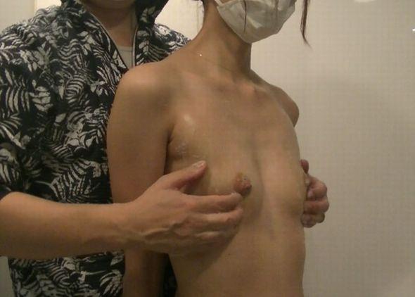 貧乳乳首責め